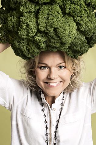 Karen med grønkål_mini